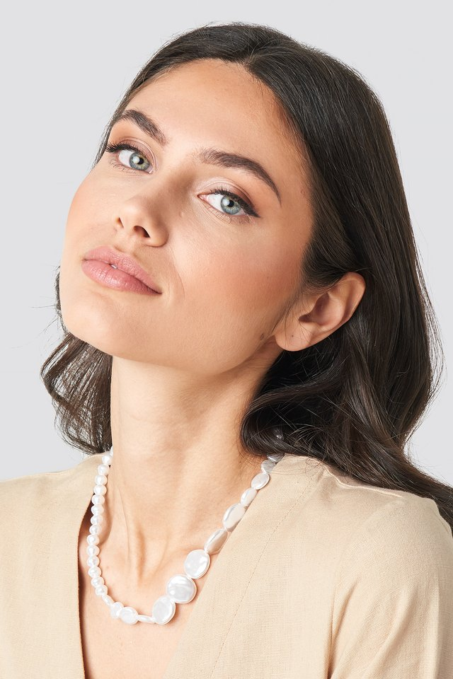 Asymmetric Pearl Necklace White
