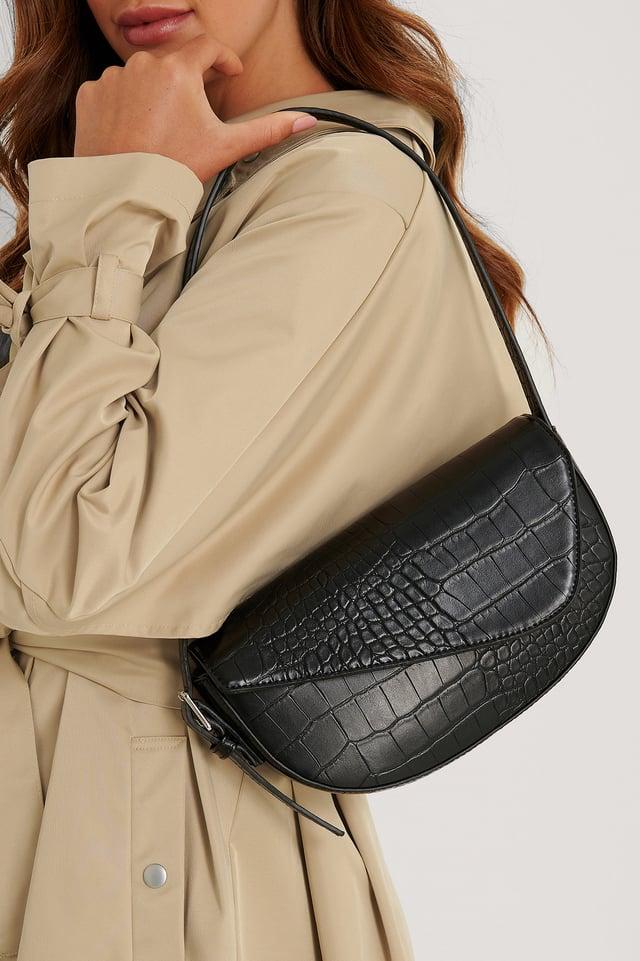 Asymmetrische Sattel-Schultertasche Black