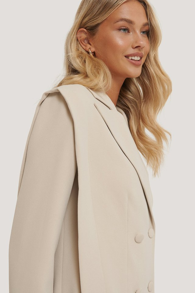 Bolded Shoulder Blazer Offwhite