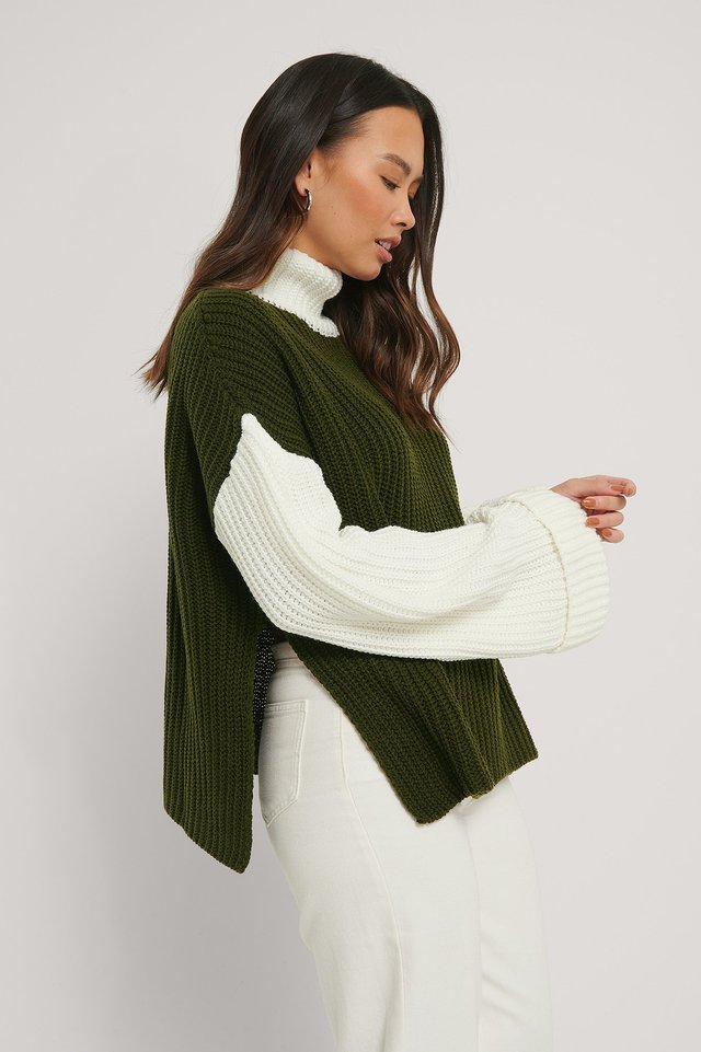 Green/White Color Blocked Oversized Knitted Sweater