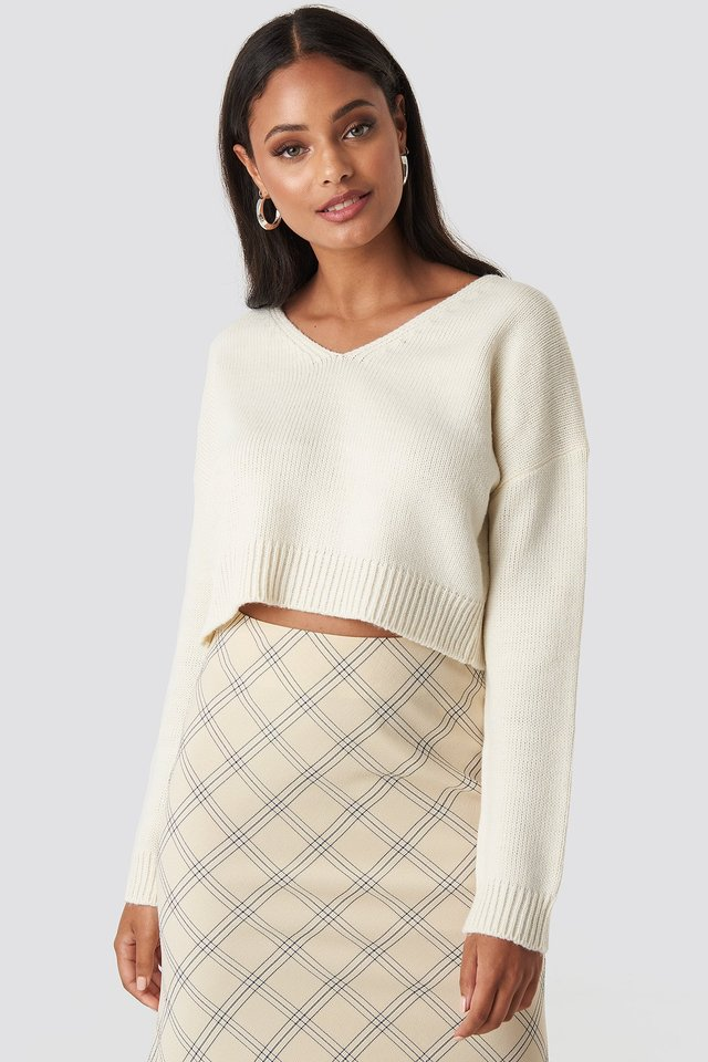 Cropped V-neck Knitted Sweater NA-KD