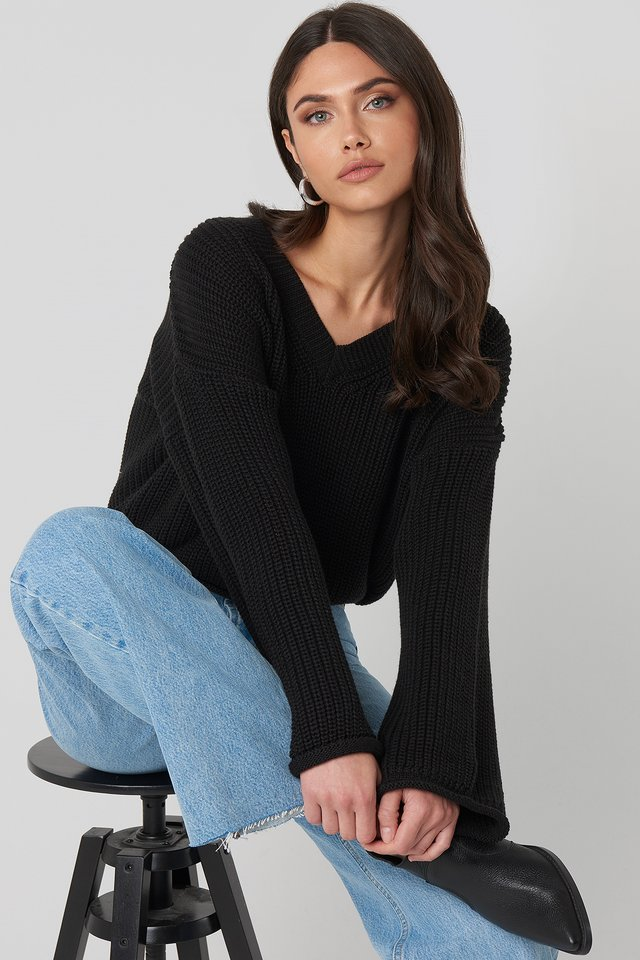 Cropped V-neck Knitted Sweater Black