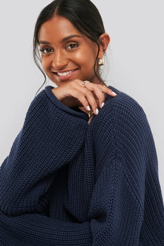Navy Cropped V-neck Knitted Sweater