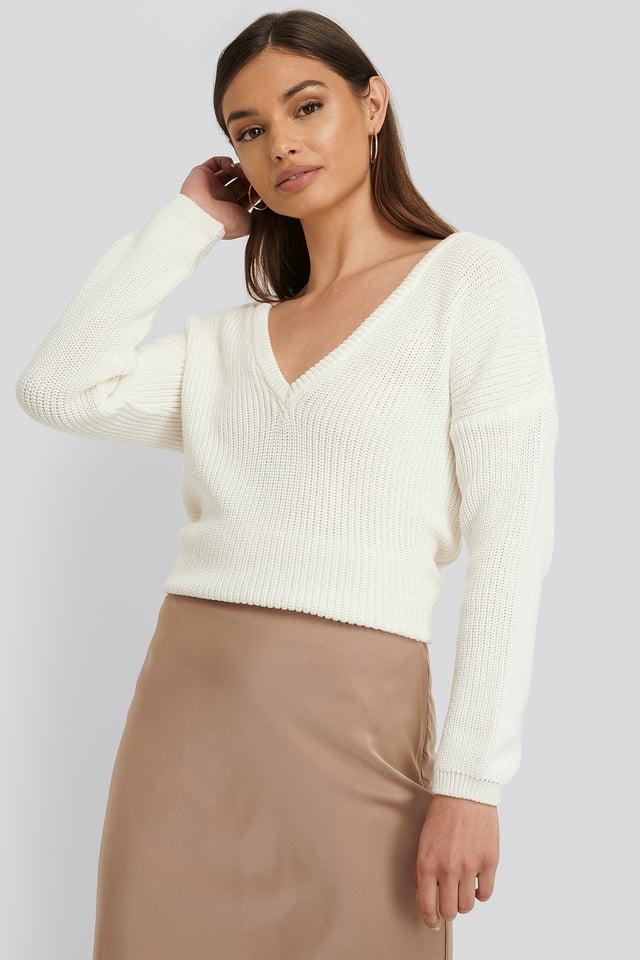 Sweter z głębokim dekoltem V White