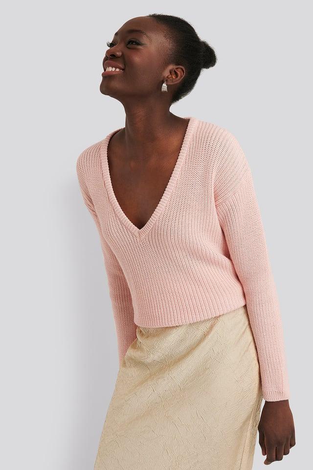 Sweter z głębokim dekoltem V Light Pink