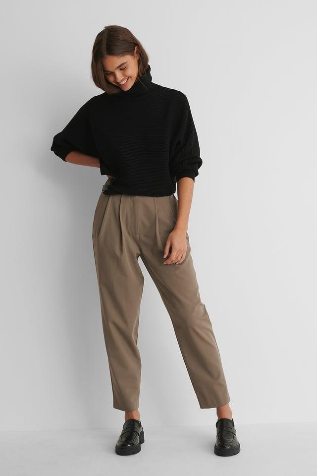 Taupe Dressbukser Med Dyp Plissering