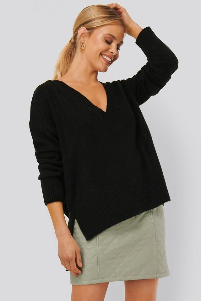 Deep V-neck Oversized Sweater Black