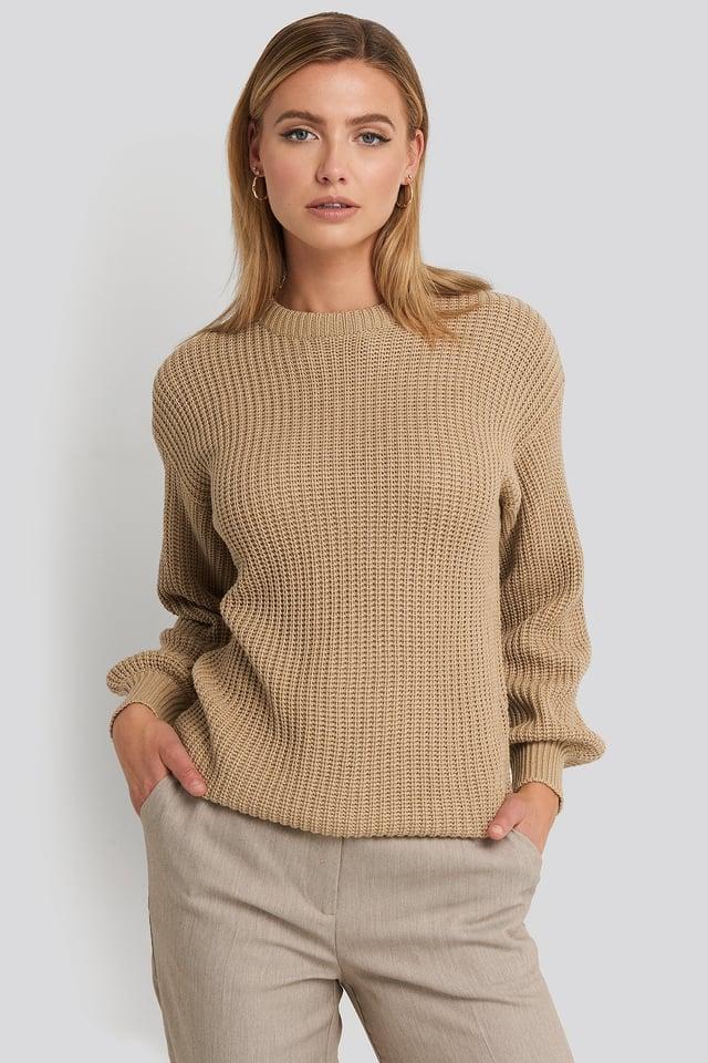 Dzianinowy sweter z obniżonymi ramionami Beige