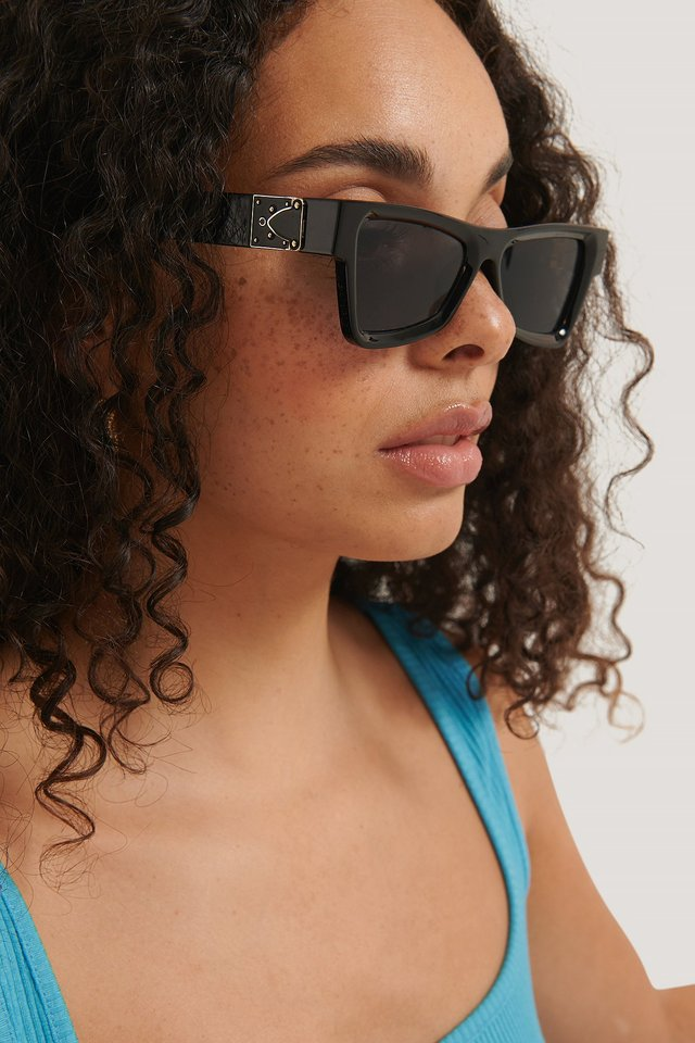 Edgy Temple Detailed Sunglasses Gold/Black