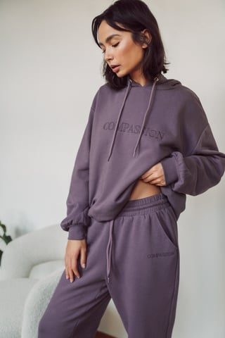 Purple Ekologiczna Luźna Bluza Z Kapturem Z Haftem