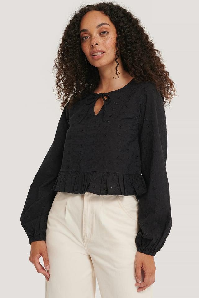 Black Bluse Med Volanger
