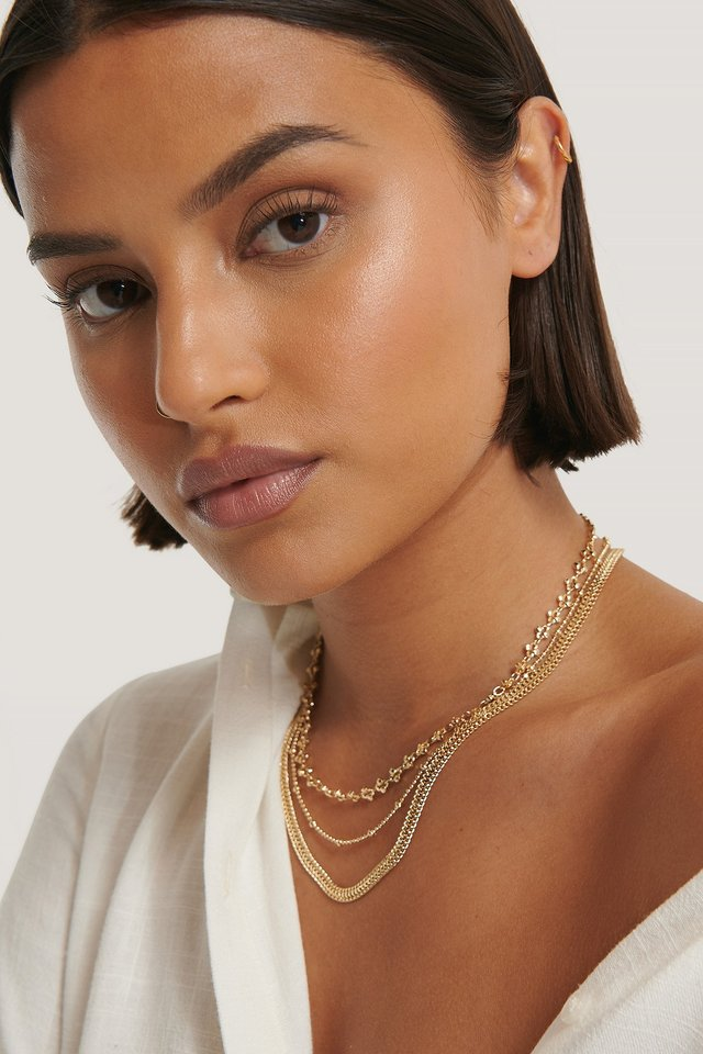 Fine Layered Patterned Necklace Gold