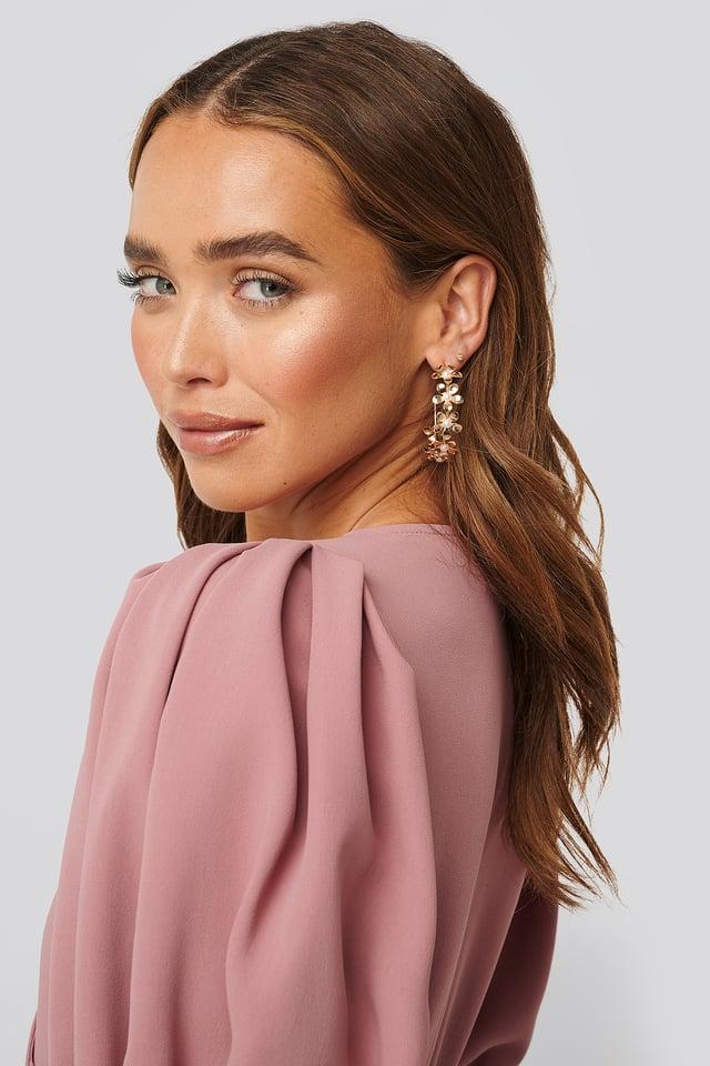 Flower Detailed Hoop Earrings Gold
