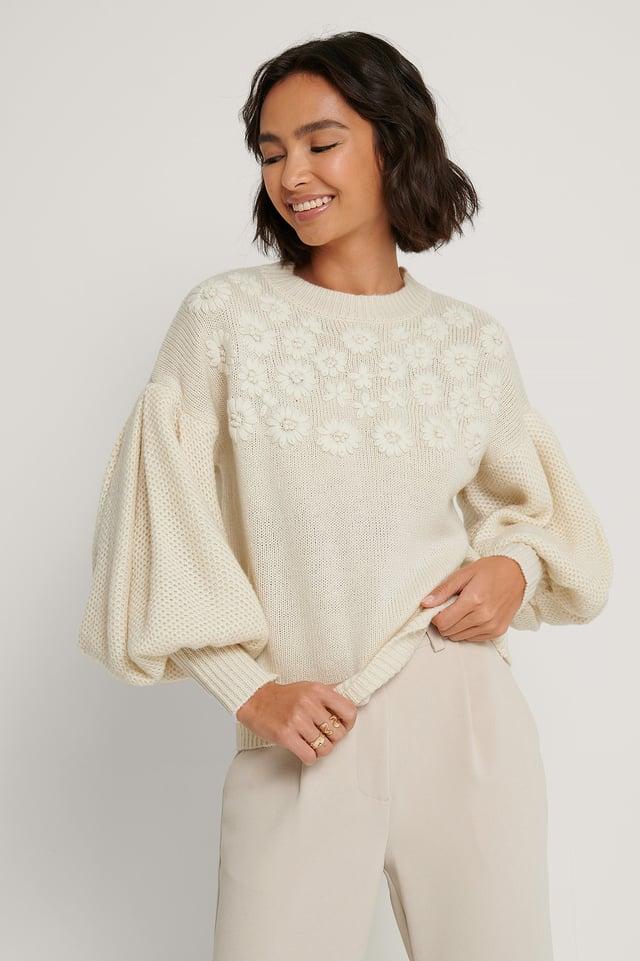 Off White Sweater Mit Ballonärmeln Und Blumenstickerei