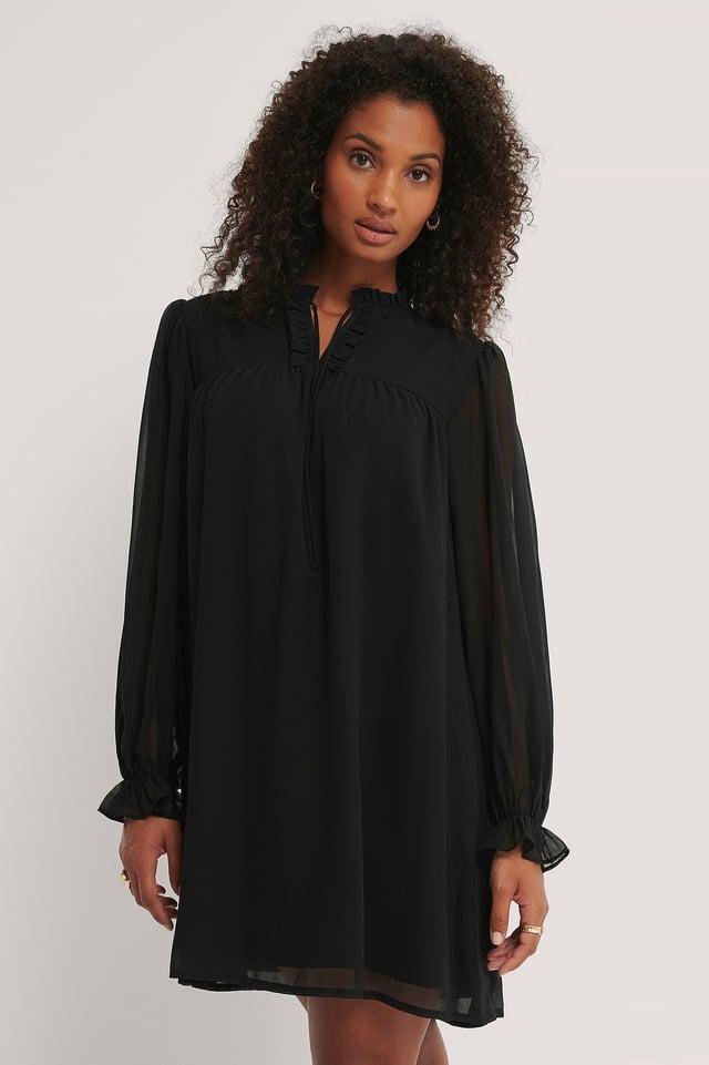 Black Miniklänning Med Ryschkrage