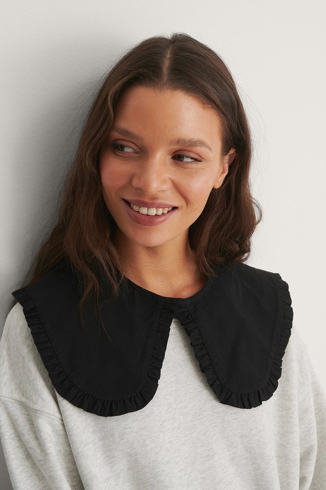 Black Frilled Cotton Collar