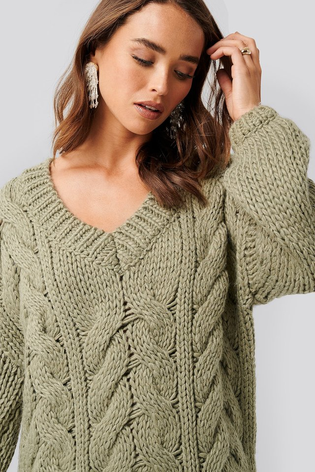 Wool Blend V-Neck Heavy Knitted Cable Sweater NA-KD Trend