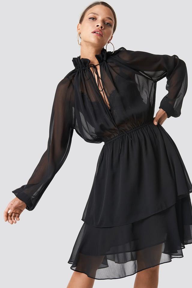 Sukienka z marszczoną stójką Black