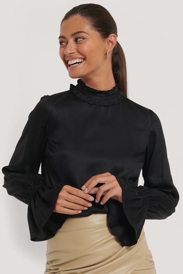 Hochgeschnittene Bluse Black