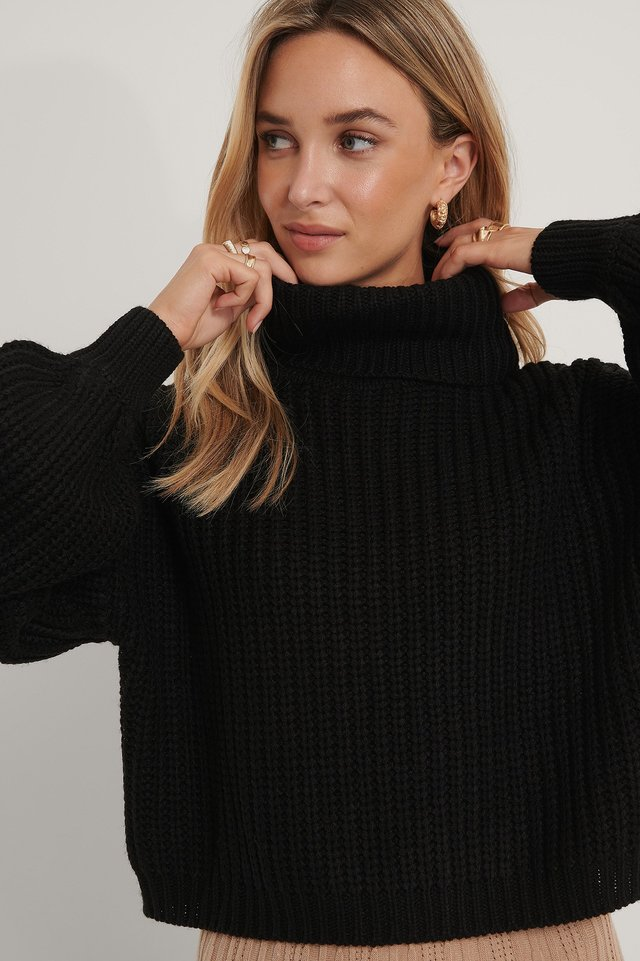 High Neck Short Knitted Sweater Black