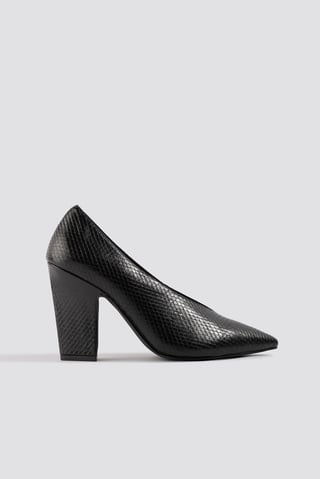 Black High Vamp Pointy Pumps