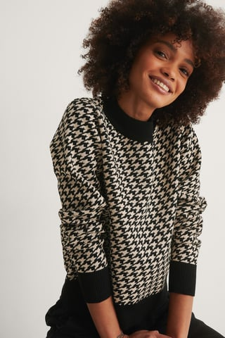 White/Black Houndstooth Knitted Sweater