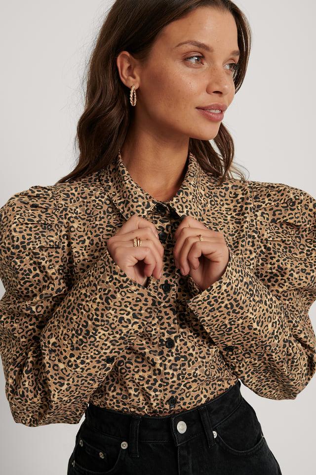 Ekologisk Skjorta Med Veckad Axel Leopard