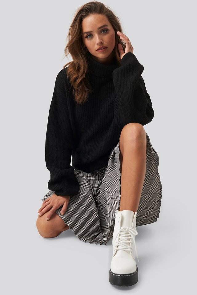 Knitted Turtle Neck Sweater Black