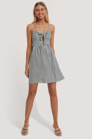 Blue Stripe Kjole Med Cut-Outs Og Knude Foran