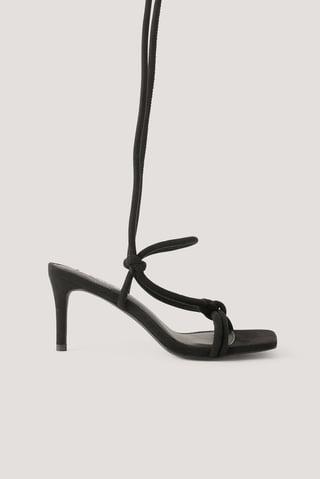 Black Høyhælte Sandaler Med Knyttede Stropper