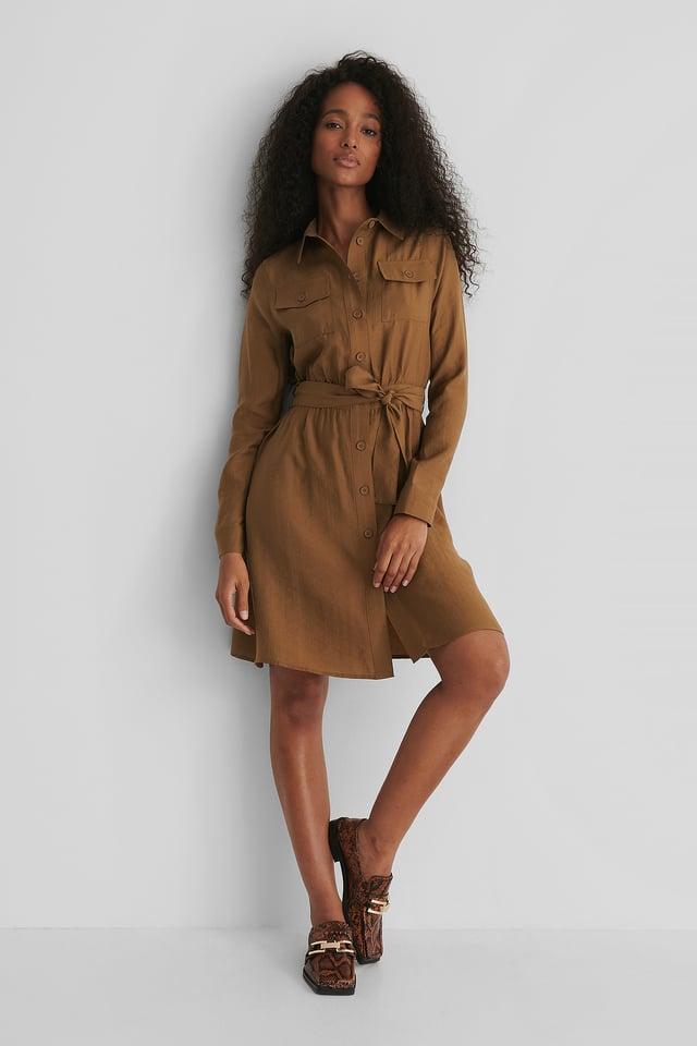 Brown Kleid Mit Langen Ärmeln