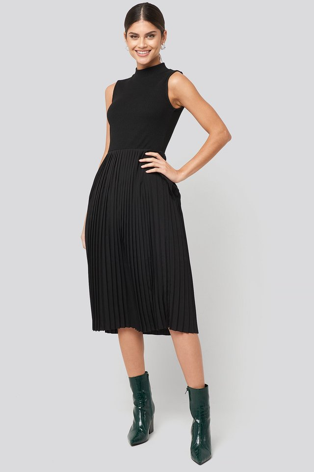 Midi Sleeveless Pleated Dress Black