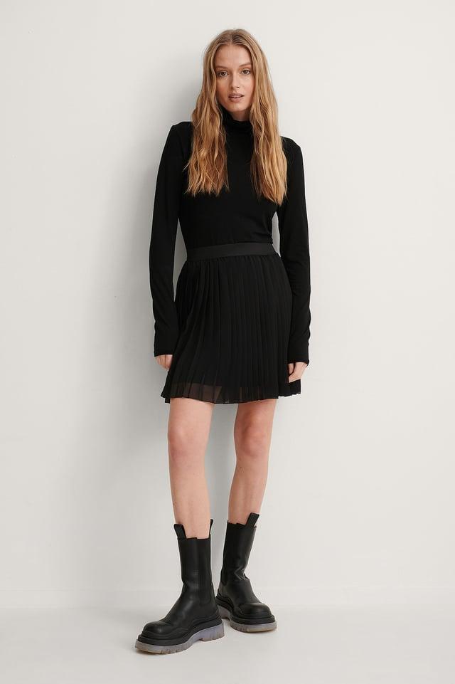 Black Mini Pleated Skirt