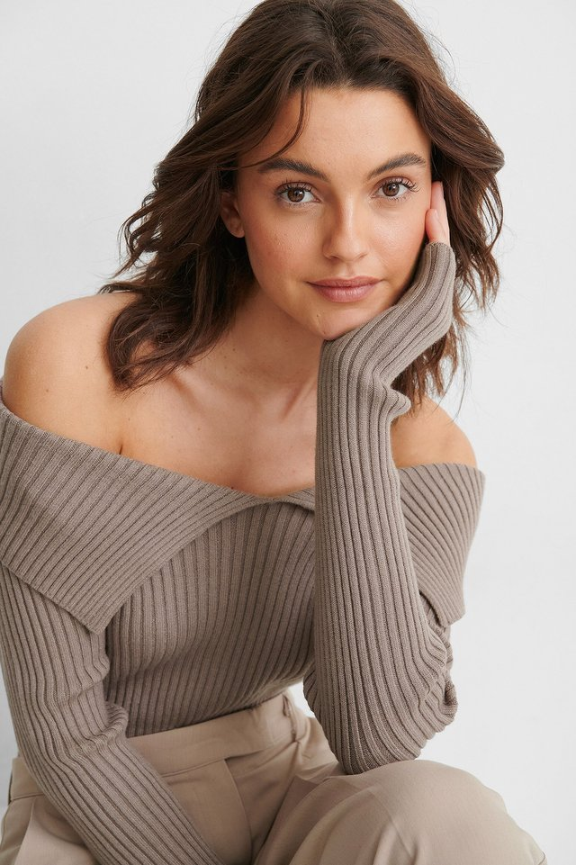 Off Shoulder-Strikkegenser Nougat