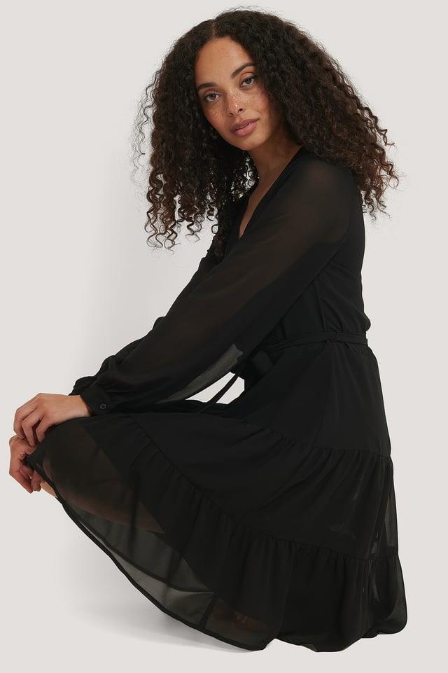 Black Kjole Med Rysjer Og Knytting I Livet