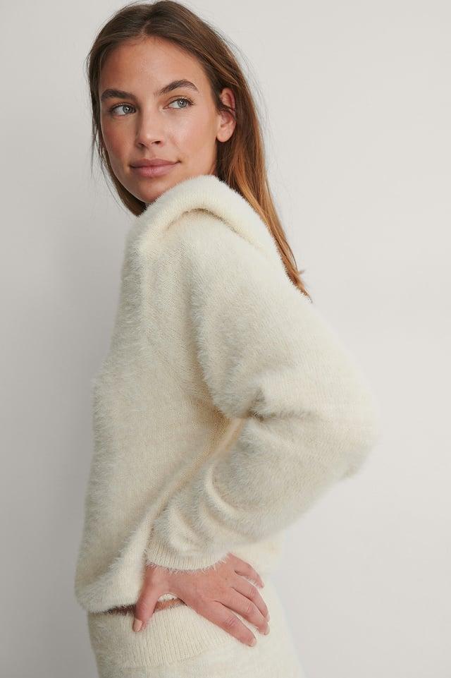 Cream Sweater Med Axelvaddar
