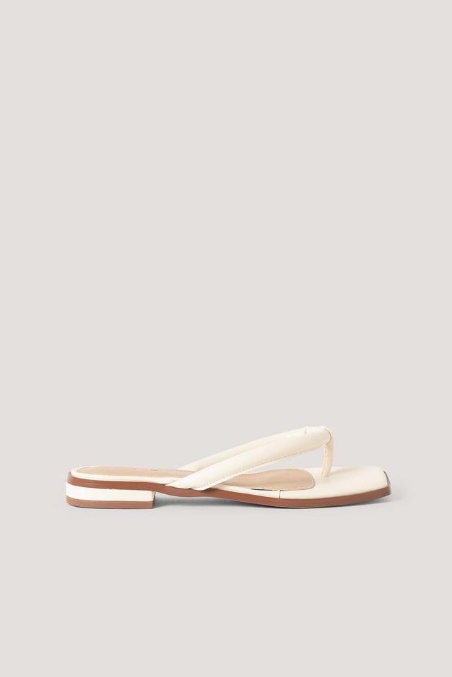 Cream Flip-Flops Med Vattert Stropp