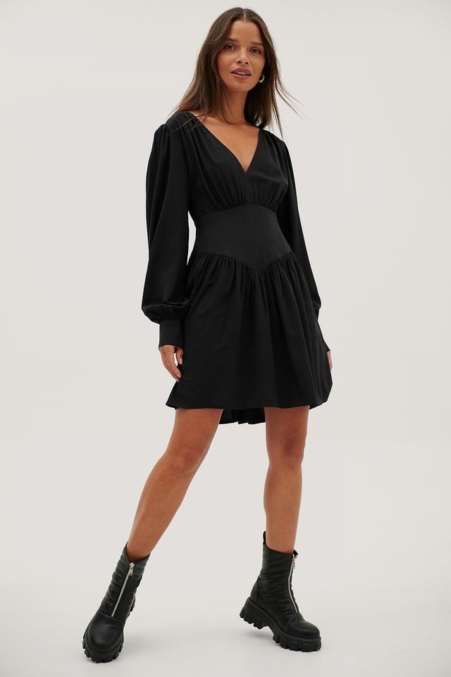 Black Vestido De Cuello En V Con Detalle En Cintura