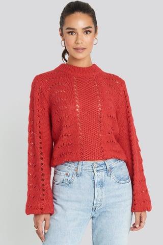Red Sweter Z Dzierganym Wzorem, Okrągły Dekolt