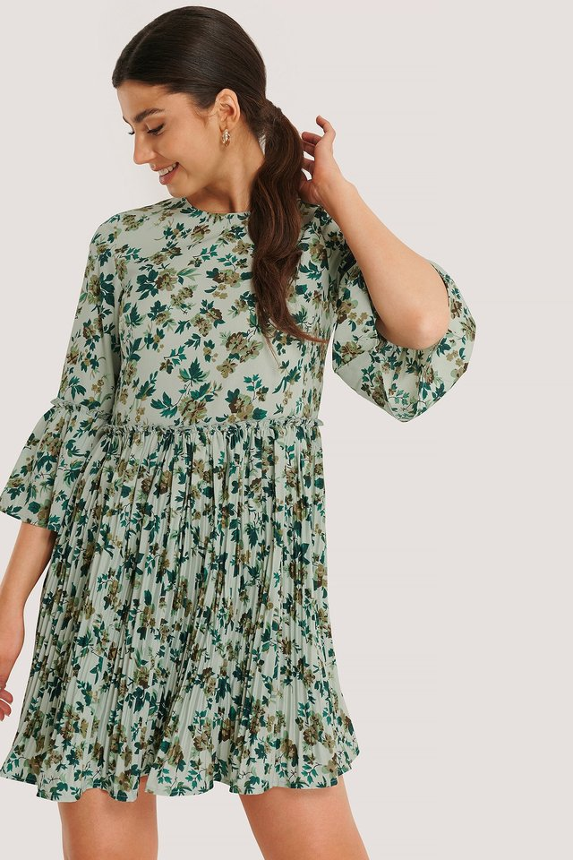 Green Flower Pleated Round Neck Dress