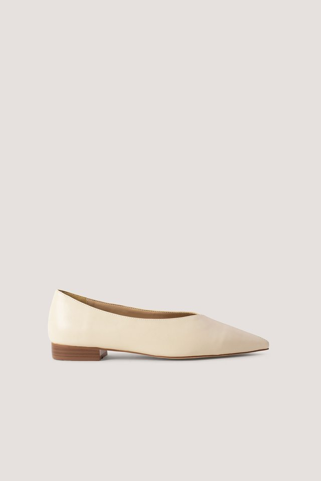 Pointy V-Cut Ballerinas Nude
