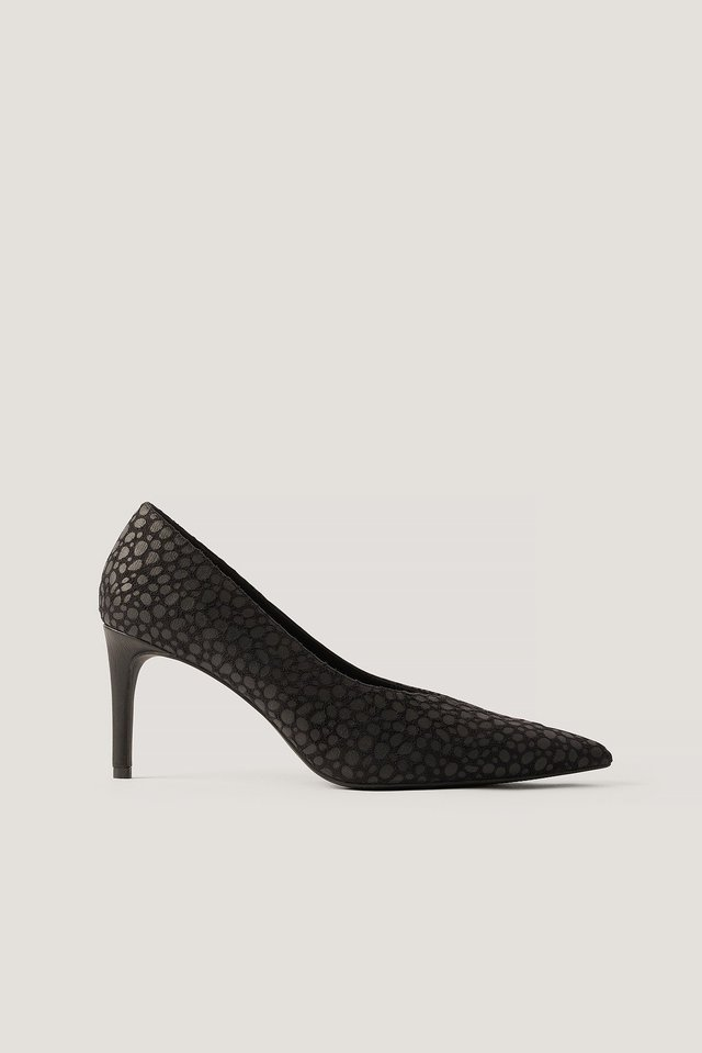 Black Pointy V-Cut Pumps