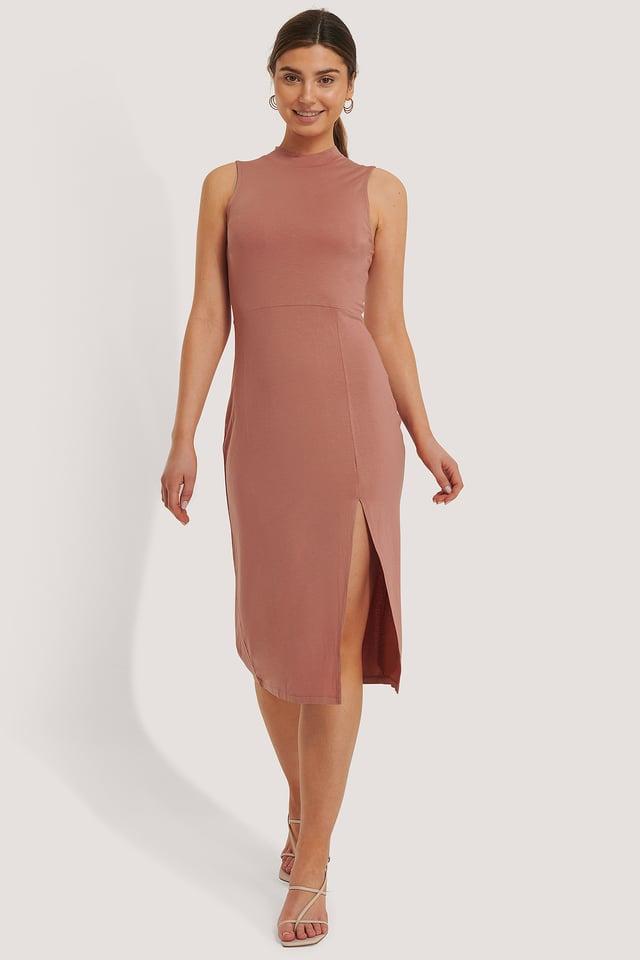 Sukienka Ze Stójką, Bez Rękawów, Z Rozcięciem Dusty Dark Pink