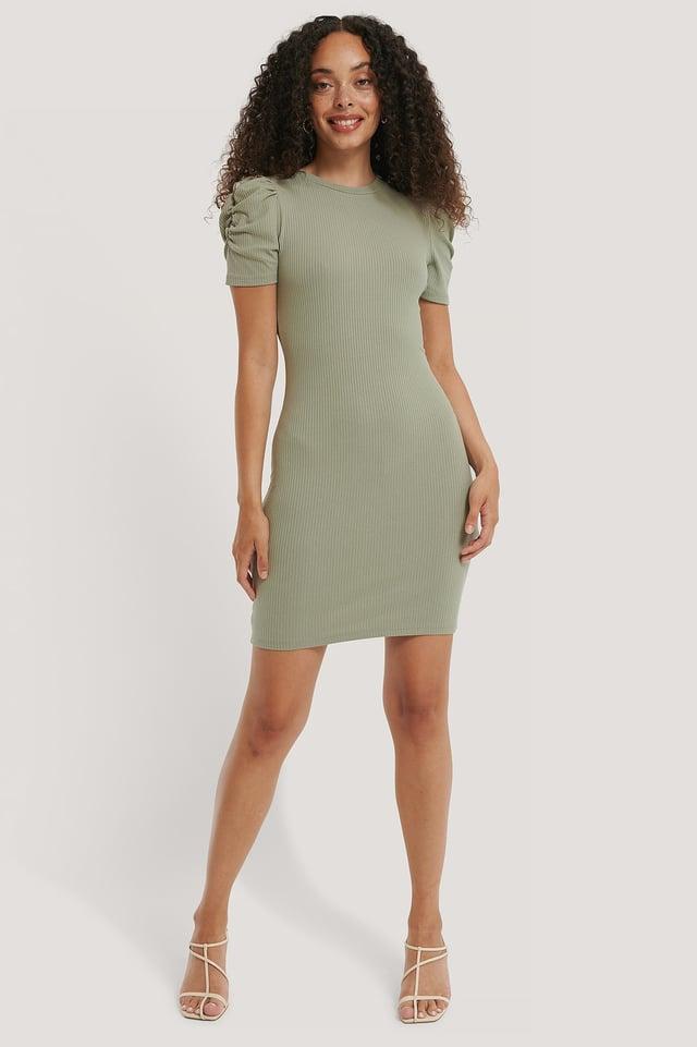 Dusty Green Miniklänning Med Kort Puffärm
