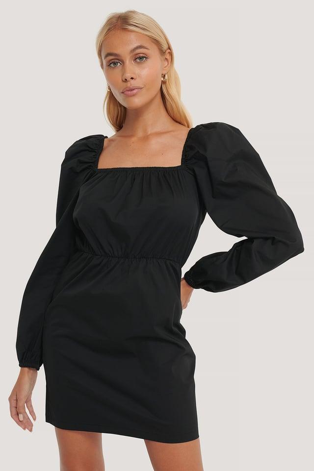Black Klänning Med Puffärm Och Fyrkantig Halsringning