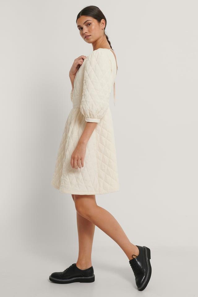 Vestido Mini Acolchado Con Espalda Abierta Cream