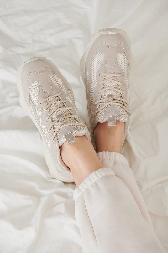Nude Sneakers Met Reflecterende Details