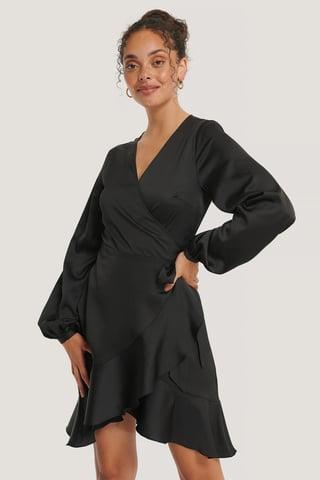 Black Recyklingowana Satynowa Sukienka O Fasonie Kopertowym