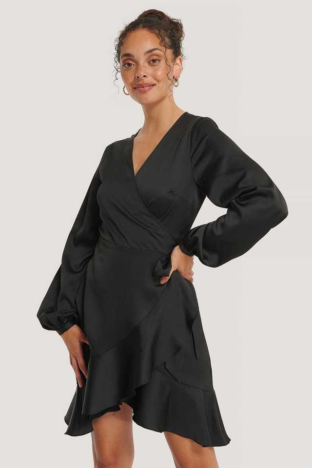 Recycelt Satin-Wickelkleid Black