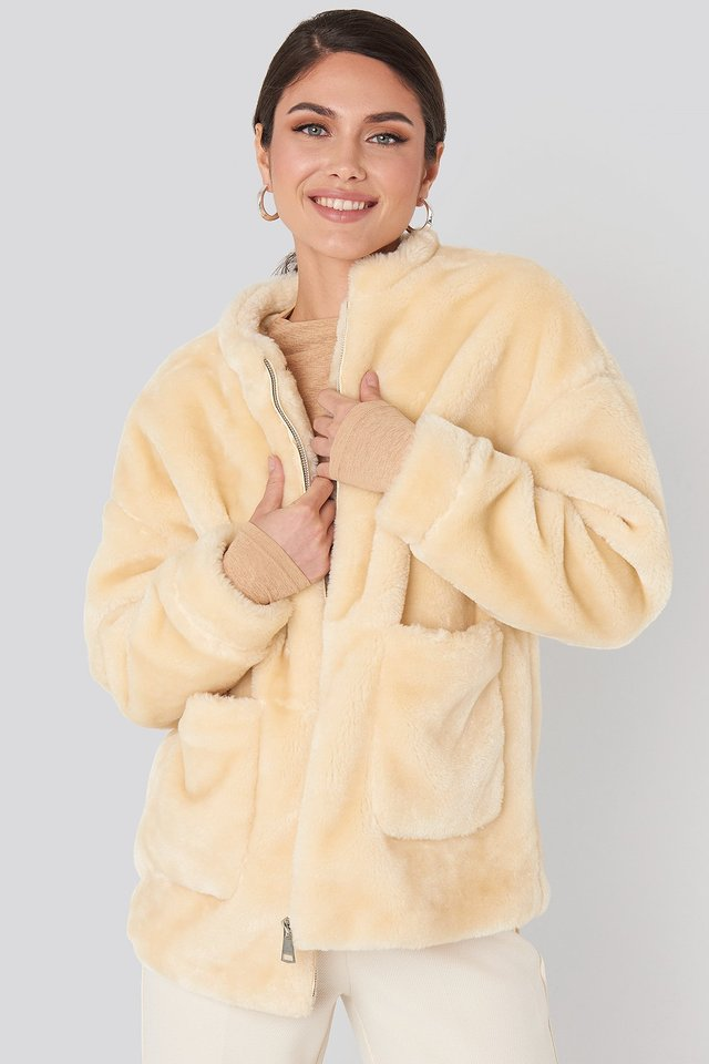 Short Front Pocket Faux Fur Jacket Offwhite